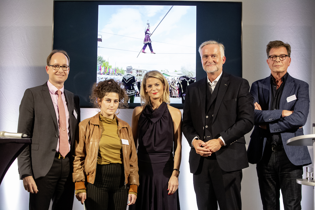F.l.t.r. Hans-Christoph Gallenkamp (CEO Felix Schoeller Group), Johanna-Maria Fritz (winner German Peace Prize for Photography 2019), Anja Backhaus (presenter), Wolfgang Griesert (Lord Mayor of the City of Osnabrück) and Michael Dannenmann (jury chairman)